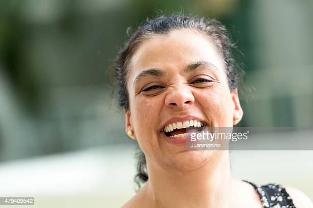 madura mulher sorrindo hispânico - cultura brasileira - fotografias e filmes do acervo