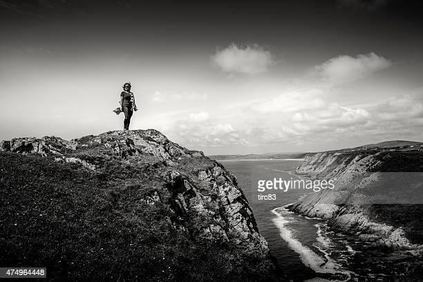 Ältere hispanic Frau auf abgelegenen Landspitze
