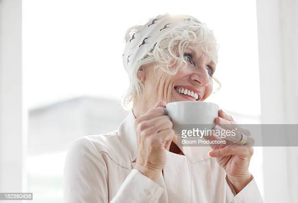mature lady smiling - wavy hair stock pictures, royalty-free photos & images