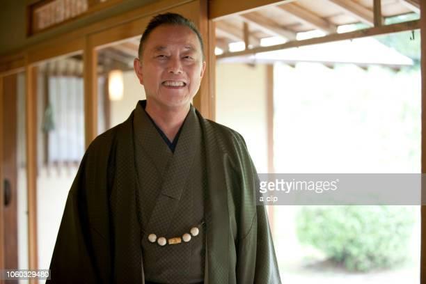 笑顔の中高年男性 - 着物 ストックフォトと画像