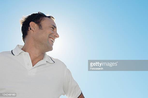 mature man against clear sky (low angle view) - low angle view photos et images de collection