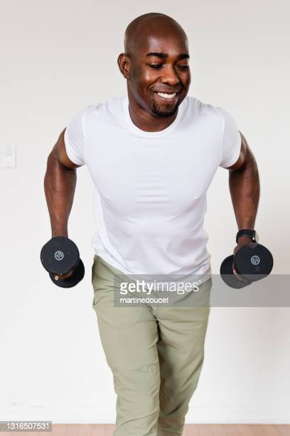 """mature man doing exercise at home. - """"martine doucet"""" or martinedoucet stock pictures, royalty-free photos & images"""