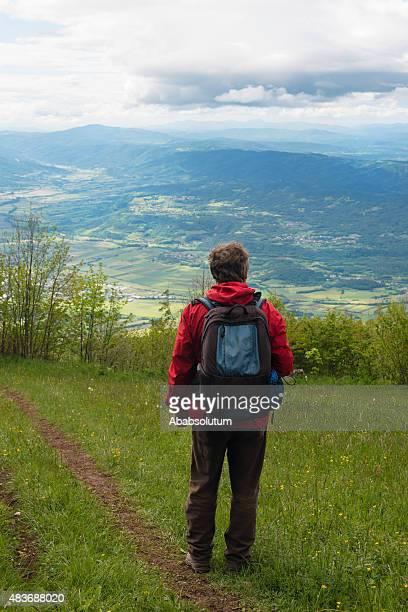 Homme mûr dans les Alpes juliennes, l'Europe, l'Europe