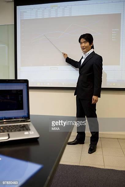 mature man making a presentation - セールストーク ストックフォトと画像