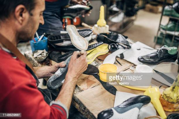 mature man making shoe - shoe factory stock pictures, royalty-free photos & images