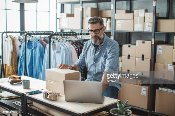 mature man running online store - market vendor stock pictures, royalty-free photos & images