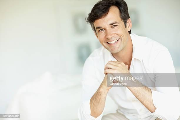 Retrato de un hombre maduro Sonriendo