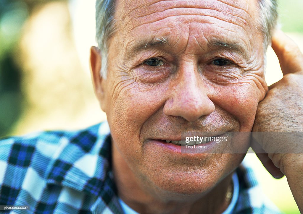 Mature man smiling, close-up, portrait : Stockfoto