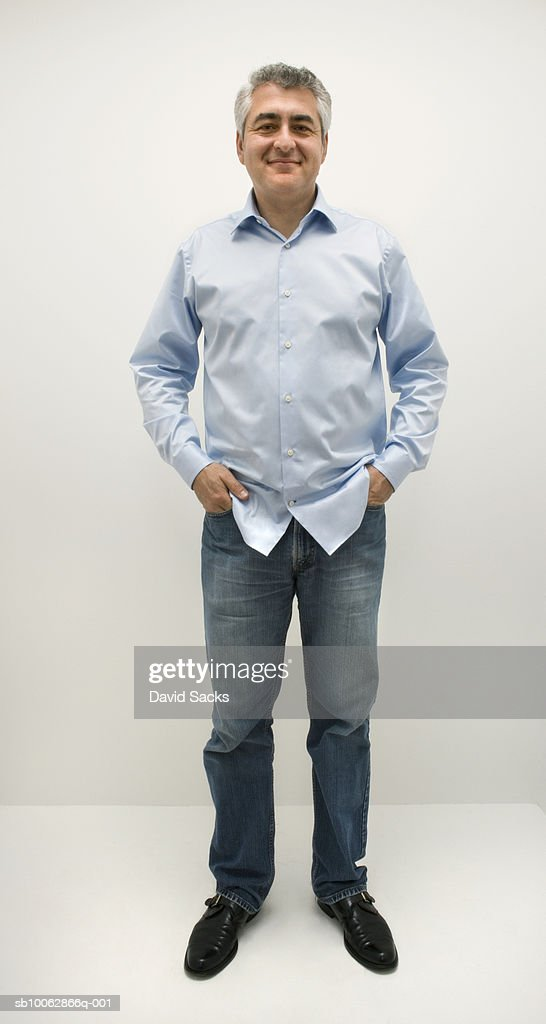 Mature man standing with hands in pockets, portrait : ストックフォト