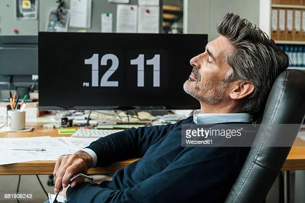 mature man taking a nap at his office - 昼寝 ストックフォトと画像
