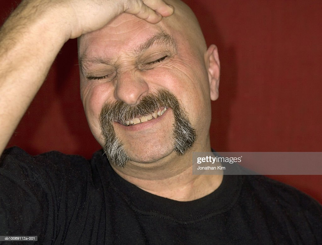 Mature man with head in hands : Stockfoto