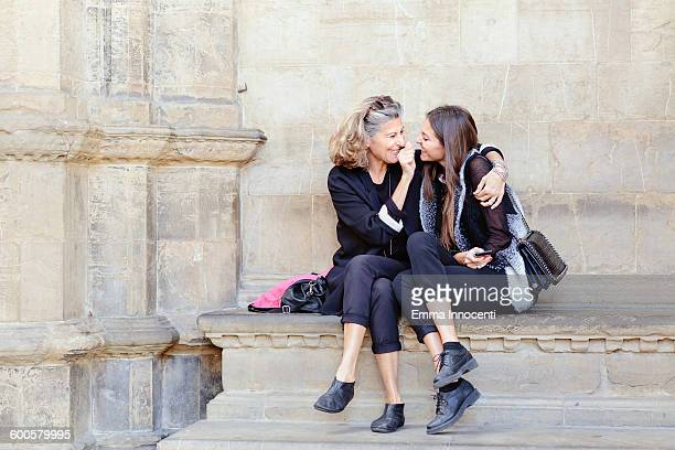 mature mum and daughter on holiday in italy - família monoparental imagens e fotografias de stock