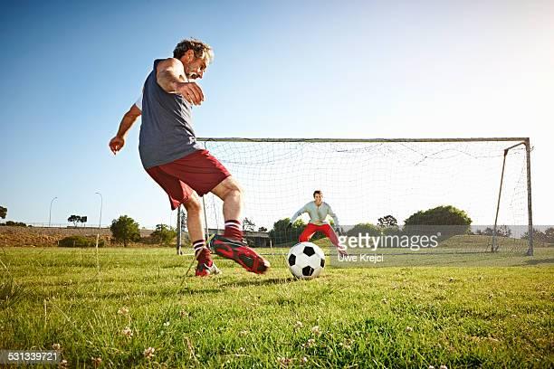 mature soccer player at the penalty - calcio di punizione foto e immagini stock