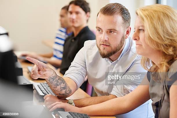 Älterer student computer-Klasse