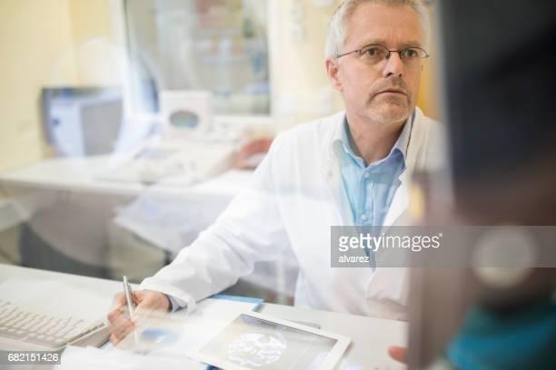 Reife Chirurg, Bericht von digital-Tablette