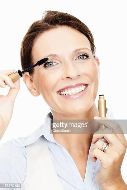 Ältere Frau Anwendung mascara