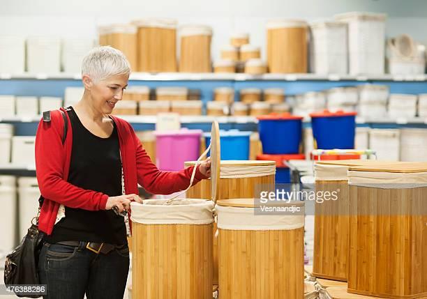 Ältere Frau in einkaufen