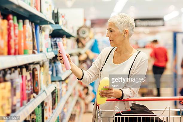 mature woman groceries shopping. - shampoo stockfoto's en -beelden