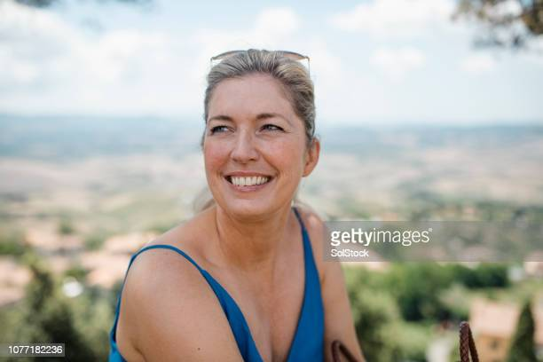 mature woman in italy - early retirement stock pictures, royalty-free photos & images