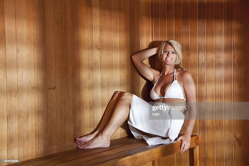reife frau in der sauna stock foto getty images. Black Bedroom Furniture Sets. Home Design Ideas