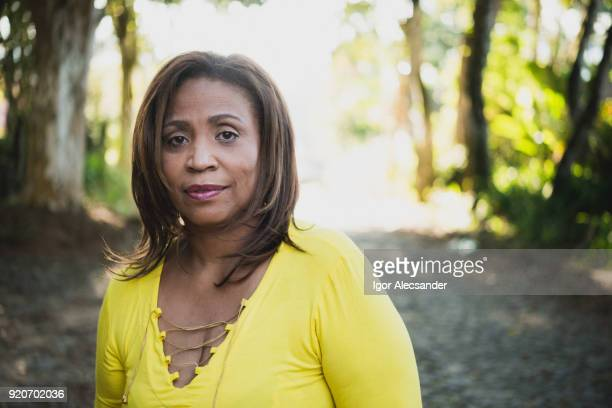 mature woman outdoor - black women stock photos and pictures