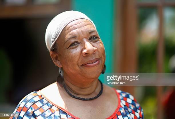 mature woman portrait. - américa central fotografías e imágenes de stock