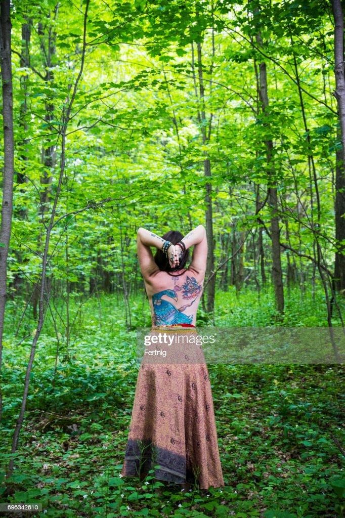 Wald reife frauen im Reife Frau