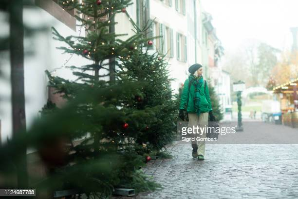 mature woman shopping at weihnachtsmarkt, freiburg, baden-wurttemberg, germany - sigrid gombert stock pictures, royalty-free photos & images
