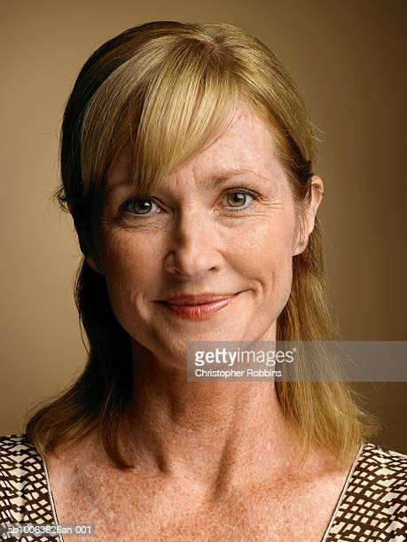 mature woman smiling, portrait, close-up - 45 49 years stock pictures, royalty-free photos & images