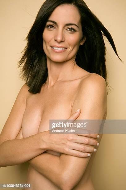 mature woman smiling, portrait, close-up - medelålders kvinnor naken bildbanksfoton och bilder