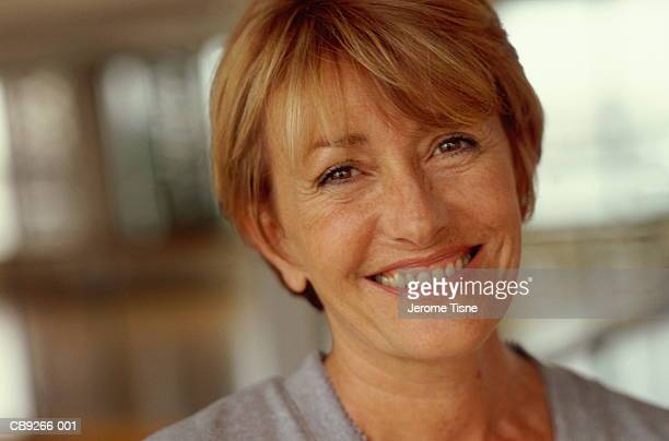 mature woman smiling, portrait - northern european descent stock pictures, royalty-free photos & images