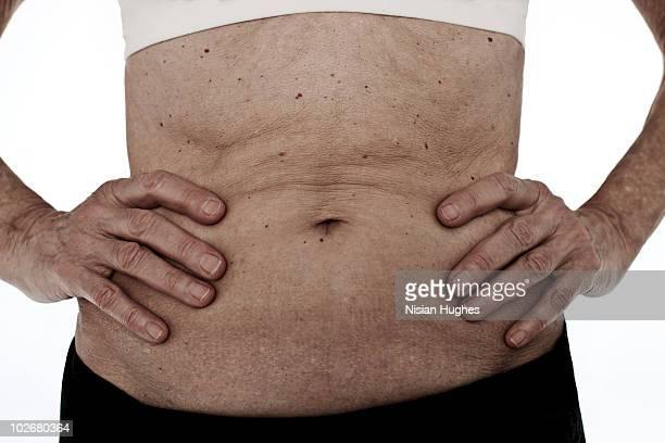 mature woman stomach - middelste deel stockfoto's en -beelden