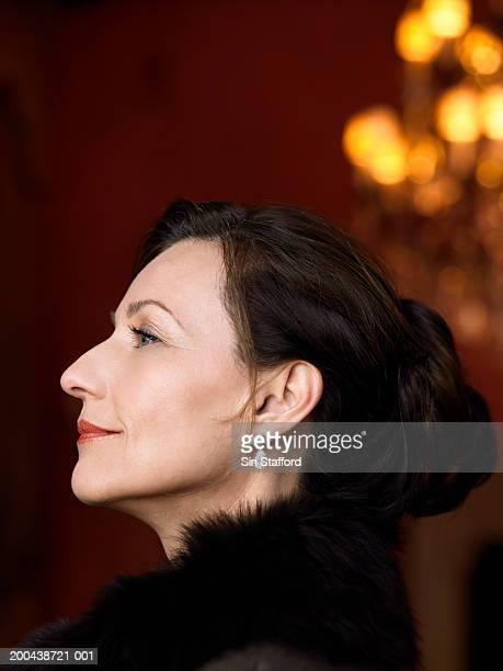 mature woman wearing black top with fur, profile - 毛皮の飾り ストックフォトと画像