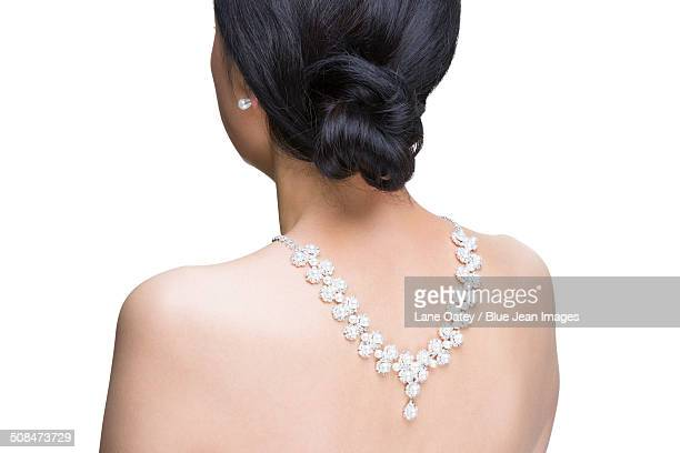 mature woman wearing diamond jewelry - skin diamond photos et images de collection