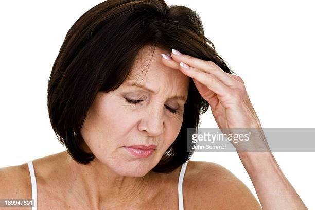 中年の女性、頭痛