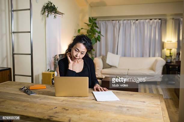 熟年女性自宅勤務