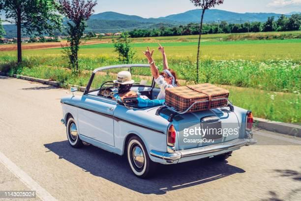 mature women on a road trip - viaggio in macchina foto e immagini stock