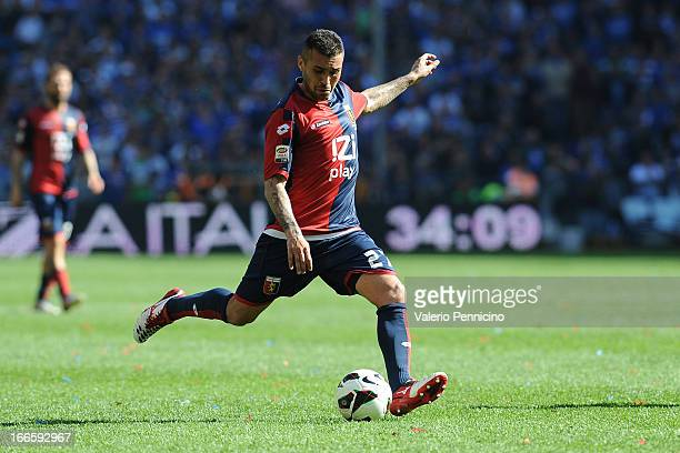 Matuzalem of Genoa CFC scores the equalising goal during the Serie A match between Genoa CFC and UC Sampdoria at Stadio Luigi Ferraris on April 14,...