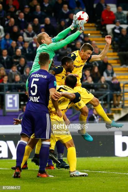Matz Sels goalkeeper of RSC Anderlecht and Brandon Mechele defender of Club Brugge during the Jupiler Pro League match between RSC Anderlecht and...