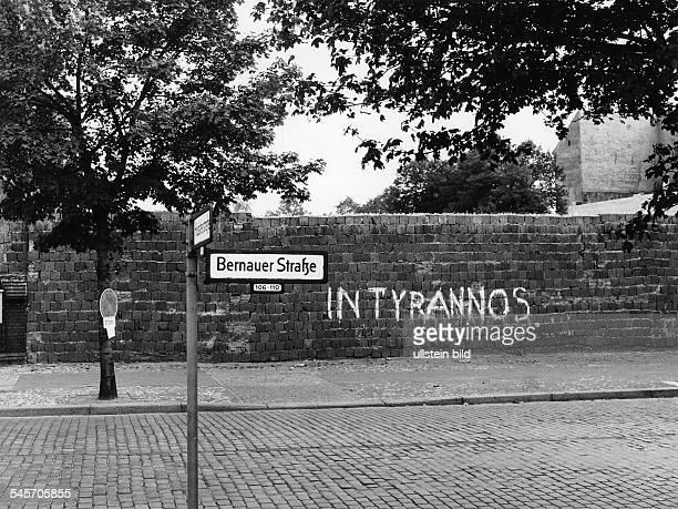 Mauer an der Bernauer Strasseim Bezirk Wedding 1967