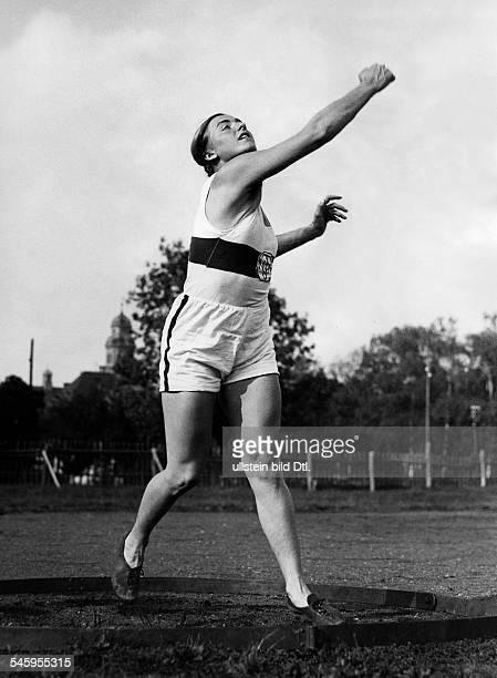 Mauermayer Gisela *Gisela Mauermayer *Sportlerin Leichtathletik DGoldmedaille im Diskuswerfen 1936 die neue Weltrekordhalterin imDiskuswerfen in...