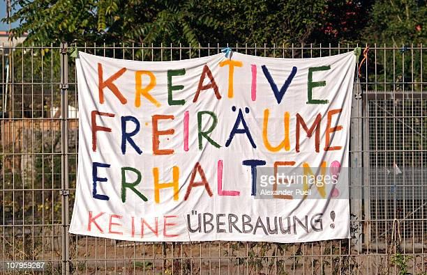 mauerpark banner - spruchband stock-fotos und bilder