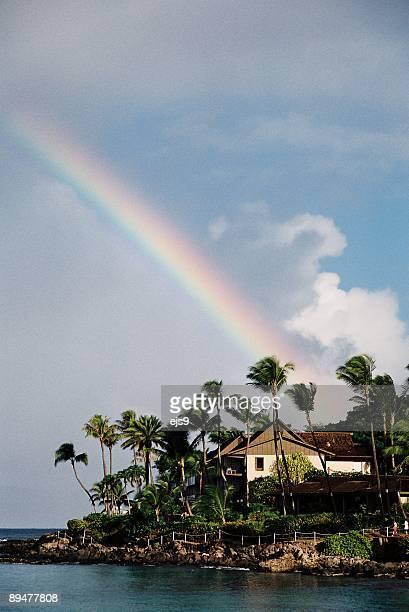 マウイ、ハワイのビーチのパシフィックオーシャンリゾートホテルのレインボー美しい - ラハイナ ストックフォトと画像