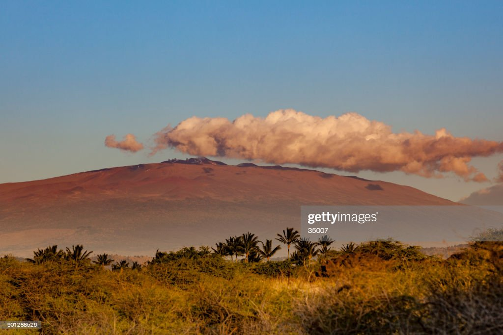 mauna kea volcano under beautiful cloud, hawaii islands : Stock Photo