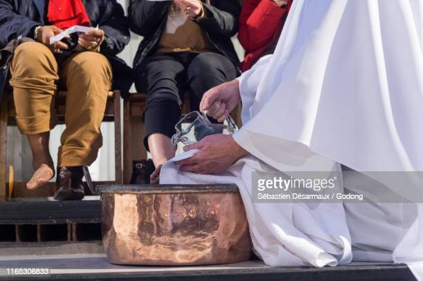 maundy thursday celebration in a catholic church, paris, france. - maundy thursday stock pictures, royalty-free photos & images