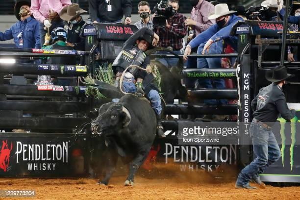 Mauney rides bull Slingin Tears during the PBR World Finals, on November 15th at the AT&T Stadium, Arlington, TX.