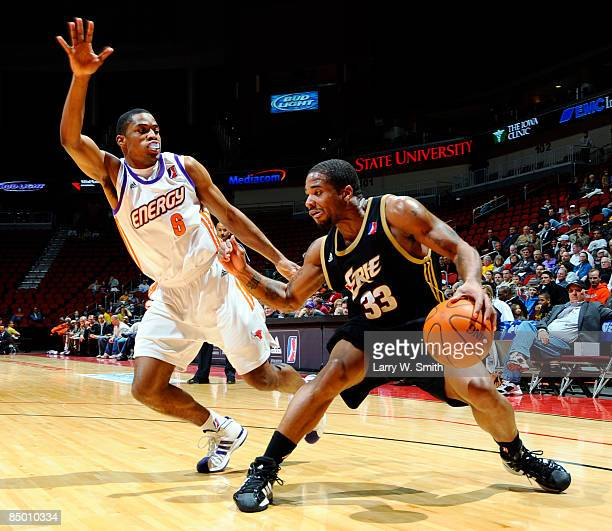 Maureece Rice of the Erie Bayhawks goes for the basket against Leonard Houston of the Iowa Energy on February 23 2009 at Wells Fargo Arena in Des...