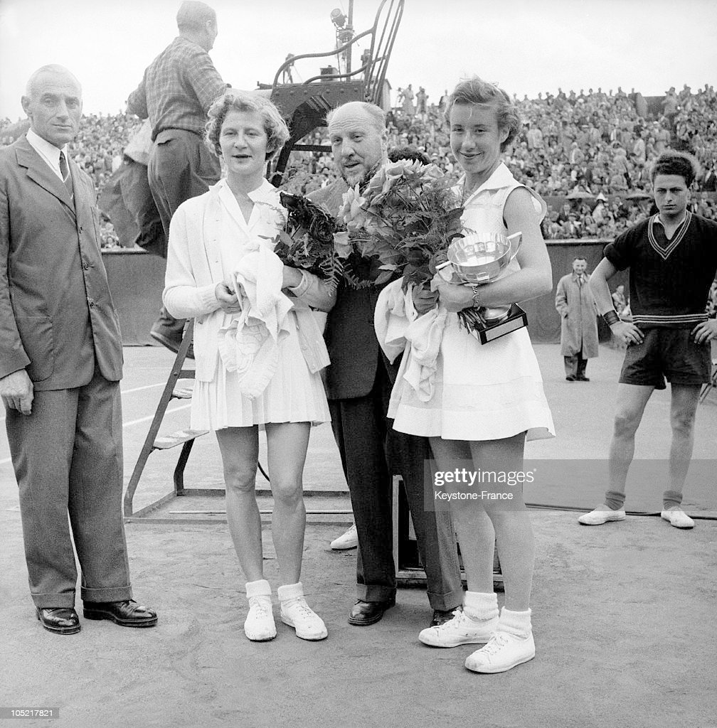 Maureen Connolly'S Victory Over Ginette Bucaille At The French Open At Roland Garros In 1954 : News Photo