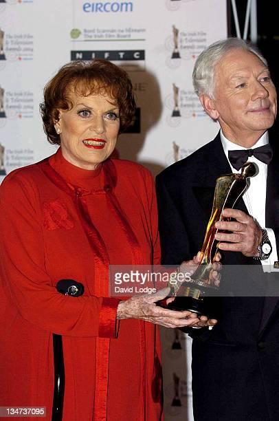 Maureen O'Hara and Gay Byrne Maureen O'Hara holding her Lifetime Achievment Award
