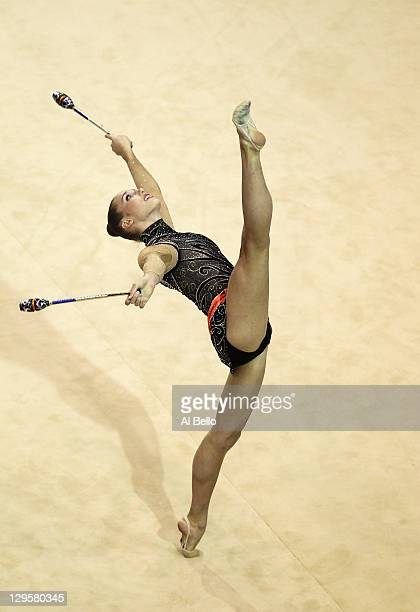Maureen Shelby Kisiel of the United States performs with her clubs at the Rhythmic Gymnastic finals during Day Four of the XVI Pan American Games at...